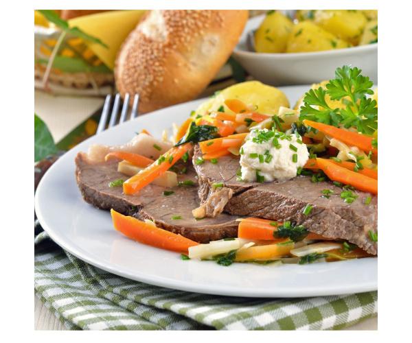 Suppenfleisch mit Merrettich und Preiselbeeren