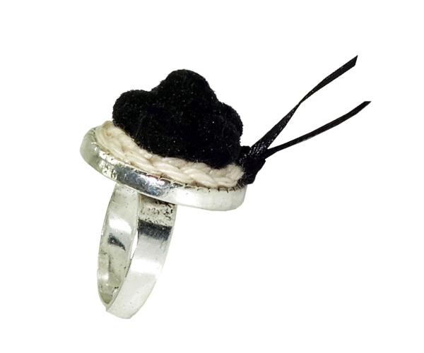 Schwarzwaldmädel Ring silber mit schwarzem Bollenhut
